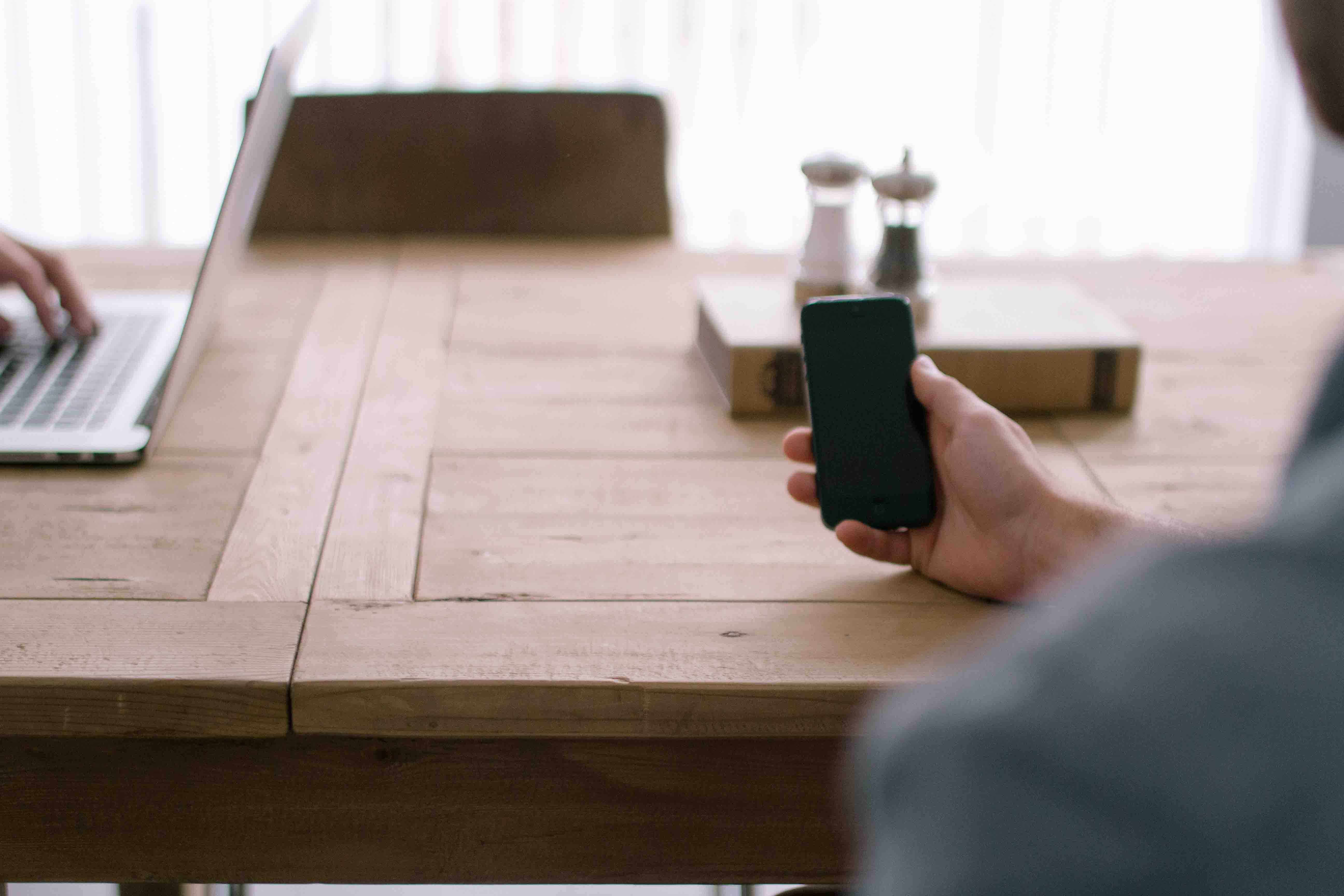Taller de uso del móvil para personas mayores